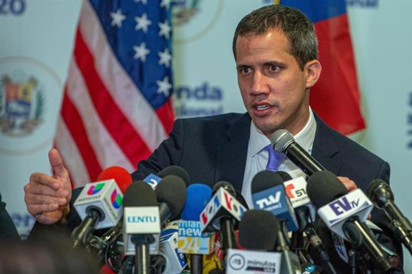 """Guaidó habla de opciones sobre y bajo la mesa para derrotar a la """"dictadura"""""""