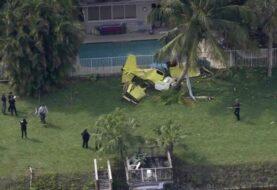 Muere una persona al caer avioneta en EEUU en patio de viviendas