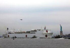 Llega un buque hospital a Nueva York para reforzar la lucha contra COVID-19