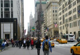 Asalto y robo en masa de una adolescente en Nueva York desata la polémica