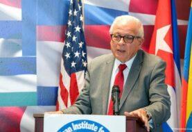 Exalcalde de Miami, presidente de Instituto Interamericano para la Democracia