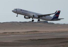 Latam suspende todos sus vuelos internacionales por la COVID-19