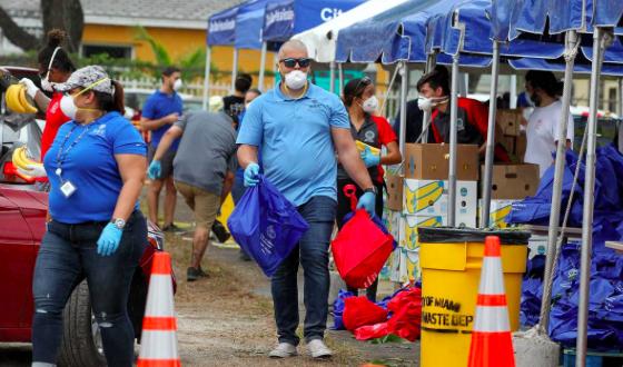 Florida sigue viendo subir casos y muertes por COVID-19 con desempleados