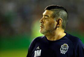Maradona pide respeto y dignidad para el tenista Vilas
