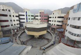Presos se amotinan en penal de Lima tras muertes por COVID-19