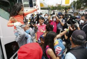 Unos 200 venezolanos dejan con llanto Cali, para volver a su país