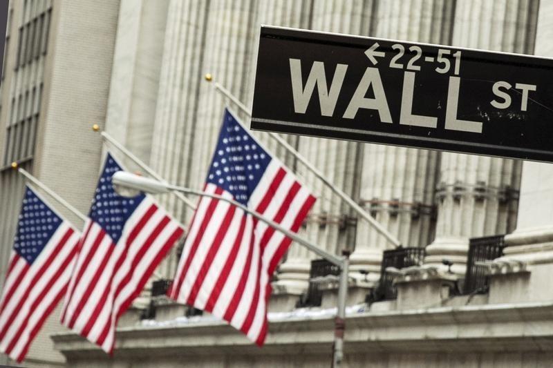 Wall Street vuelve a caer arrastrado por el petróleo