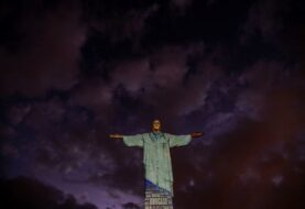 """El Cristo de Río se """"viste"""" de médico en homenaje al personal sanitario"""