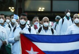 Un grupo de médicos cubanos evalúa la pandemia en México