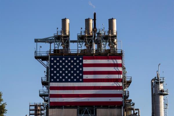 Consumo de petróleo en EEUU baja a niveles no vistos desde guerra de Vietnam