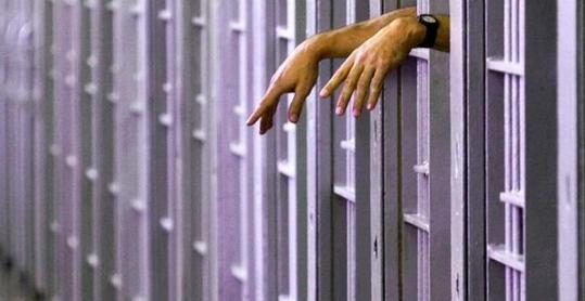 Urgen a liberar a prisioneros en Florida tras nueve muertes por COVID-19