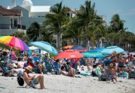 Playas llenas y el COVID-19 en aumento en la reapertura de Florida