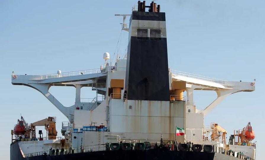 Maduro defiende derecho al comercio internacional tras llegada de buque