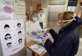 Muertes por Covid-19 en España suben levemente