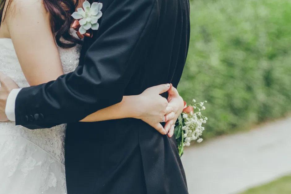 Prohibiciones de bodas en Argentina causa polémica