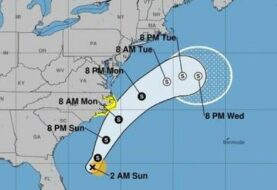 Arthur llega con fuertes lluvias y vientos a Carolina del Norte