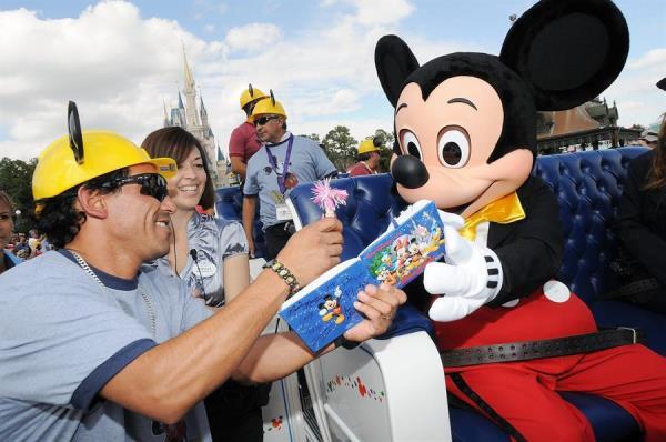 Parques de Disney en Florida planean reapertura para mediados de julio