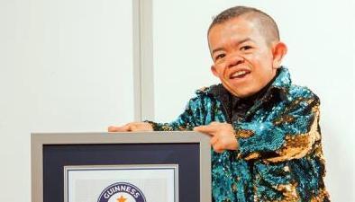 Un colombiano vuelve al Guinness Récord como el hombre más bajo del mundo