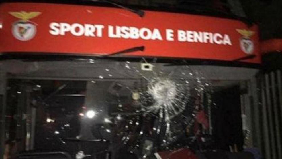 Autobús del Benfica fue apedreado, Zivkovic y Weigl resultaron heridos