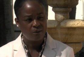 Bombera afroamericana de Florida pide respuestas tras ser borrada de un mural