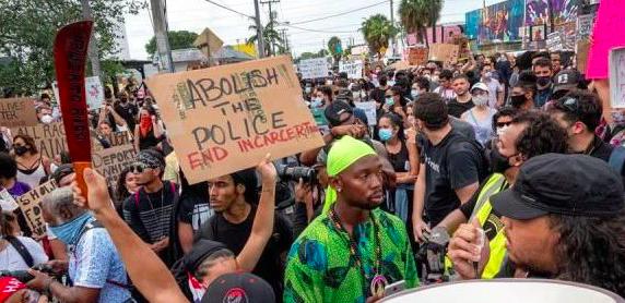 Líderes instan a latinos a reconocer el racismo contra afroamericanos en EEUU