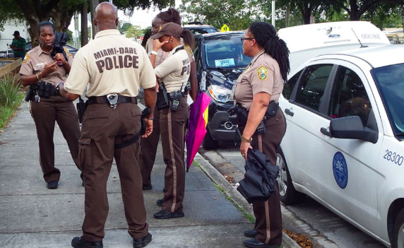 Policía de Miami prohíbe la técnica de arresto por estrangulamiento