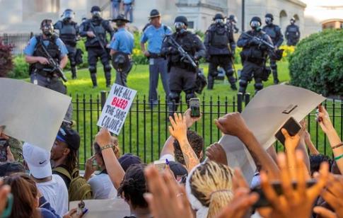 La mayoría en EE.UU. se opone a retirar la financiación a la Policía