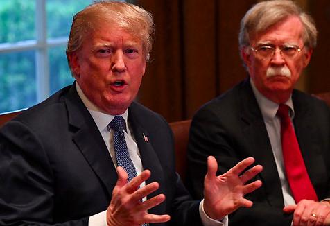 """Trump asegura que """"todo el mundo pensaba que Bolton estaba loco"""""""