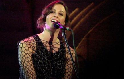 "Alanis Morissette reeditará ""Jagged Little Pill"" por sus 25 años"