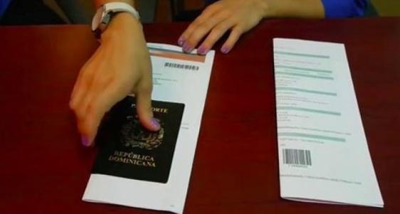 Trump congela emisión de nuevos visados para algunas profesiones hasta 2021