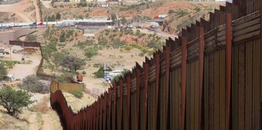 Tribunal Supremo de EE.UU. rechaza demandas ambientales contra muro de Trump
