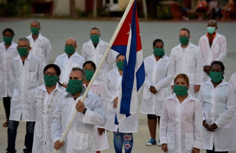 Cuba envió más de 300 sanitarios a Kuwait y Guinea