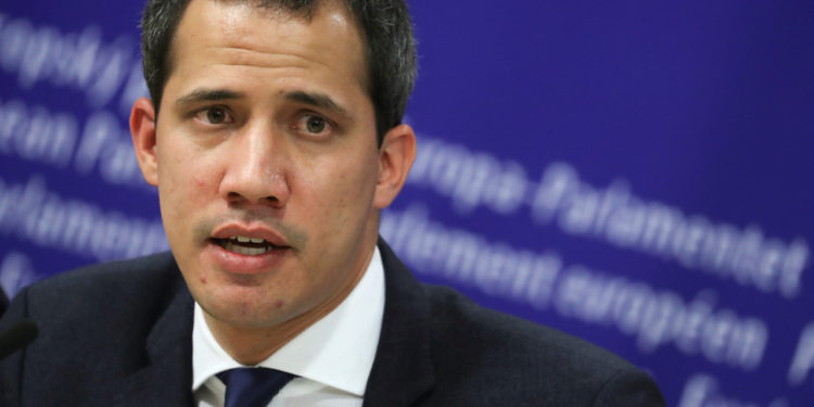 Francia niega que Guaidó este refugiado en su embajada