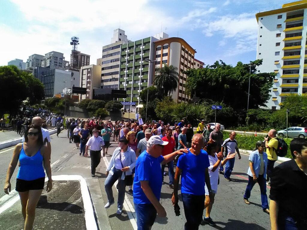 Gobernador de Florida despliega a 400 reservistas por las protestas