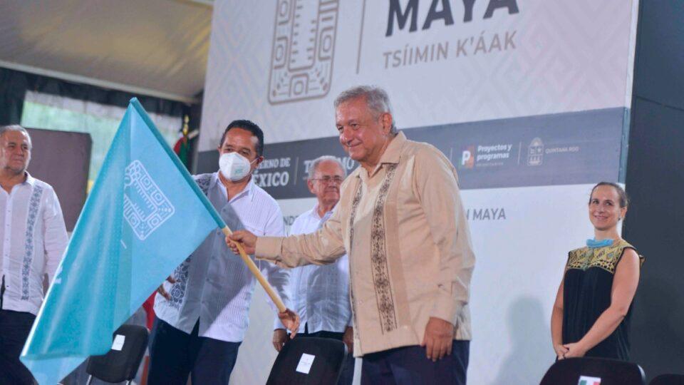 """López Obrador dice defender el medioambiente: """"Adoro los árboles, los amo"""""""
