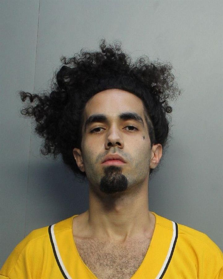 Latino arrestado en Miami dice que le pagaron para hacer protestas violentas