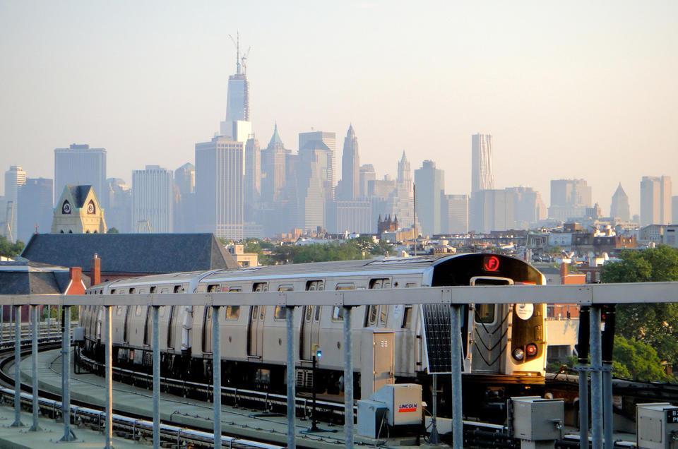 Policía de Nueva York investiga tiroteos en Brooklyn
