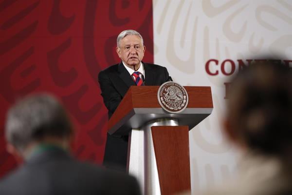 López Obrador no se hará prueba tras contagio de director del Seguro Social