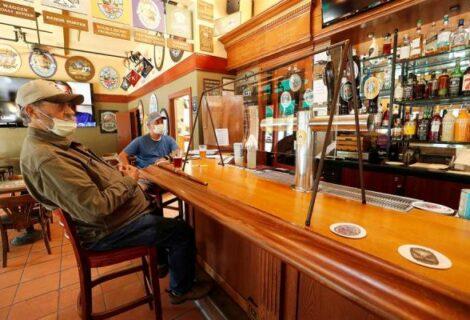 Diageo asigna 100 millones de dólares para reabrir los bares del mundo