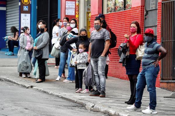 Brasil rectifica últimos números de COVID-19 y aumenta polémica sobre datos