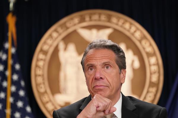 """Cuomo cuestiona actuaciones policiales en N.York y dice que """"exacerban ira"""""""