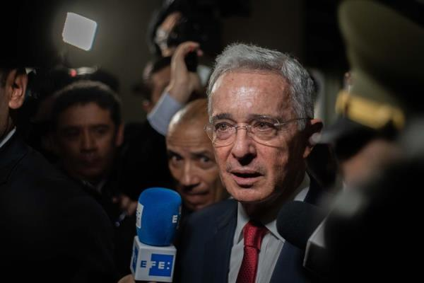 Corte colombiana abre indagación preliminar a Uribe por espionaje militar