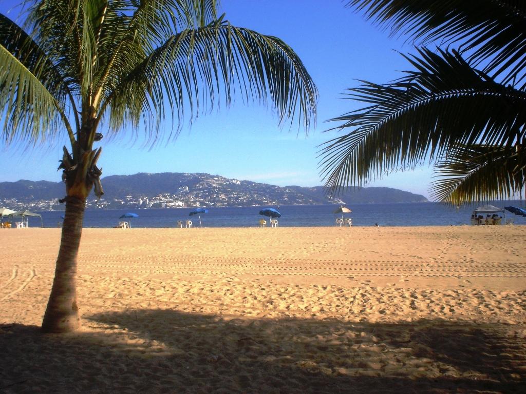 Acapulco y sus playas reabren tras tres meses en cuarentena