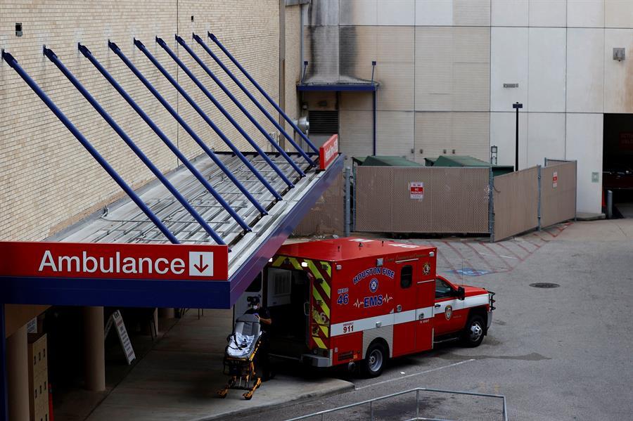 Arizona y Texas usarán camiones como morgues ante la avalancha de la COVID-19
