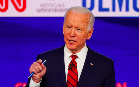 Biden lidera los sondeos en plena crisis sanitaria