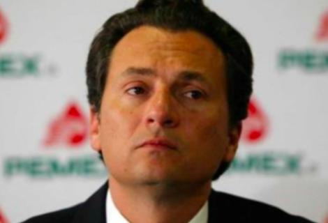 Parte a España avión que recogerá para su extradición al exdirector de Pemex