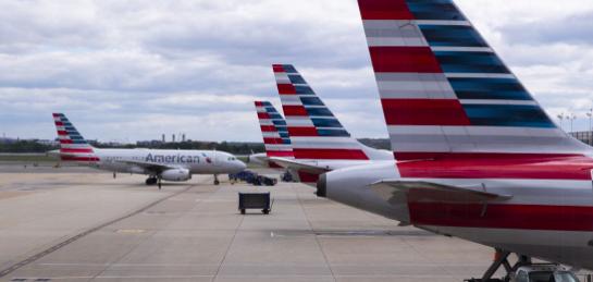 American Airlines advierte que podría suspender a 25.000 empleados