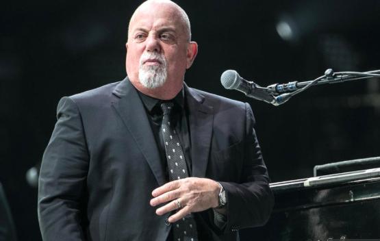 Billy Joel sorprende a neoyorquinos tocando un piano desechado en plena calle