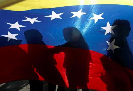 """ACNUR recibe apoyo """"vital"""" de la UE para refugiados y migrantes venezolanos"""