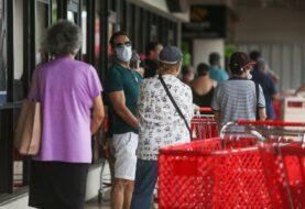 Cliente le escupe a empleado de tienda en Puerto Rico por exigirle usar la mascarilla
